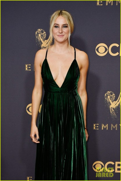 shailene-woodley-emmys-2017-red-carpet-01